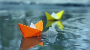 small_paper_boats_in_water-1920x1080